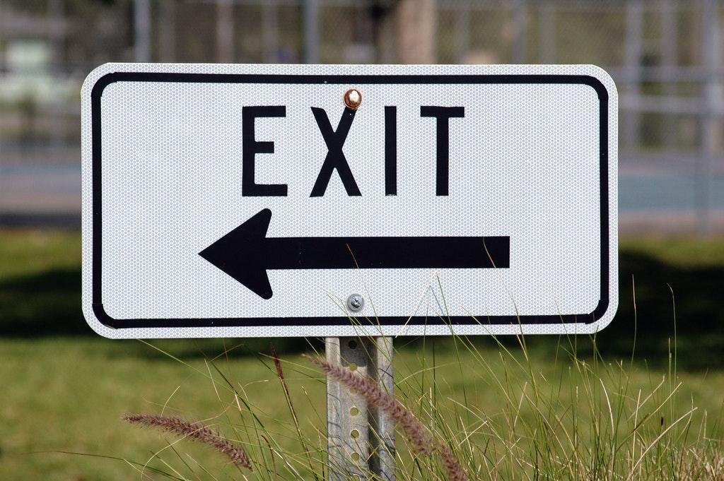 een exit bordje voor het ontslag